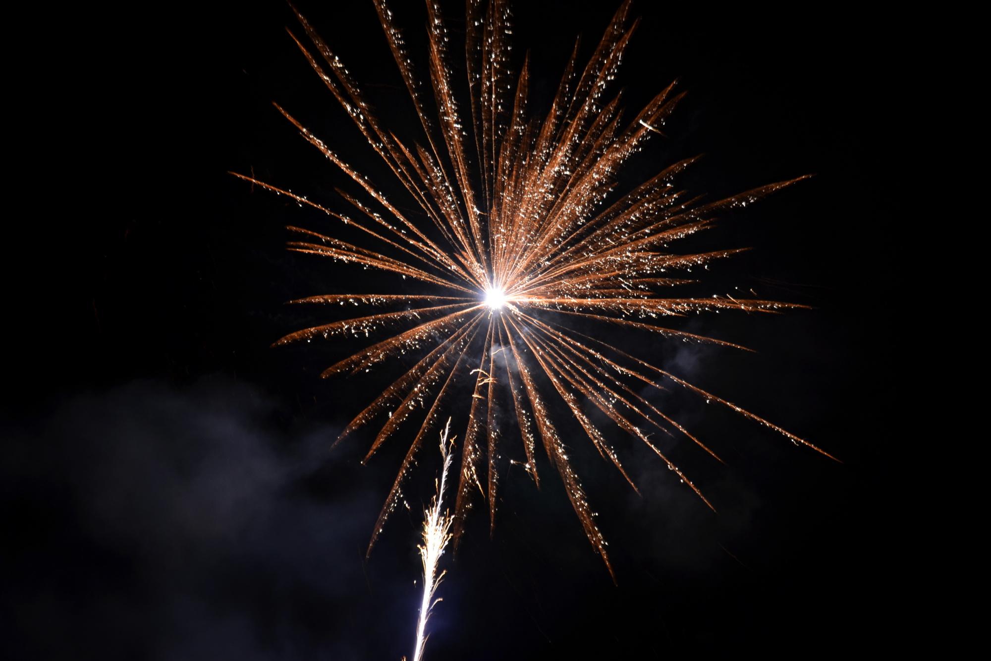 Novoroční ohňostroj, rachejtle, zábavní pyrotechnika, oslava nového roku, vítání roku 2016, Silvestr (ilustrační foto)