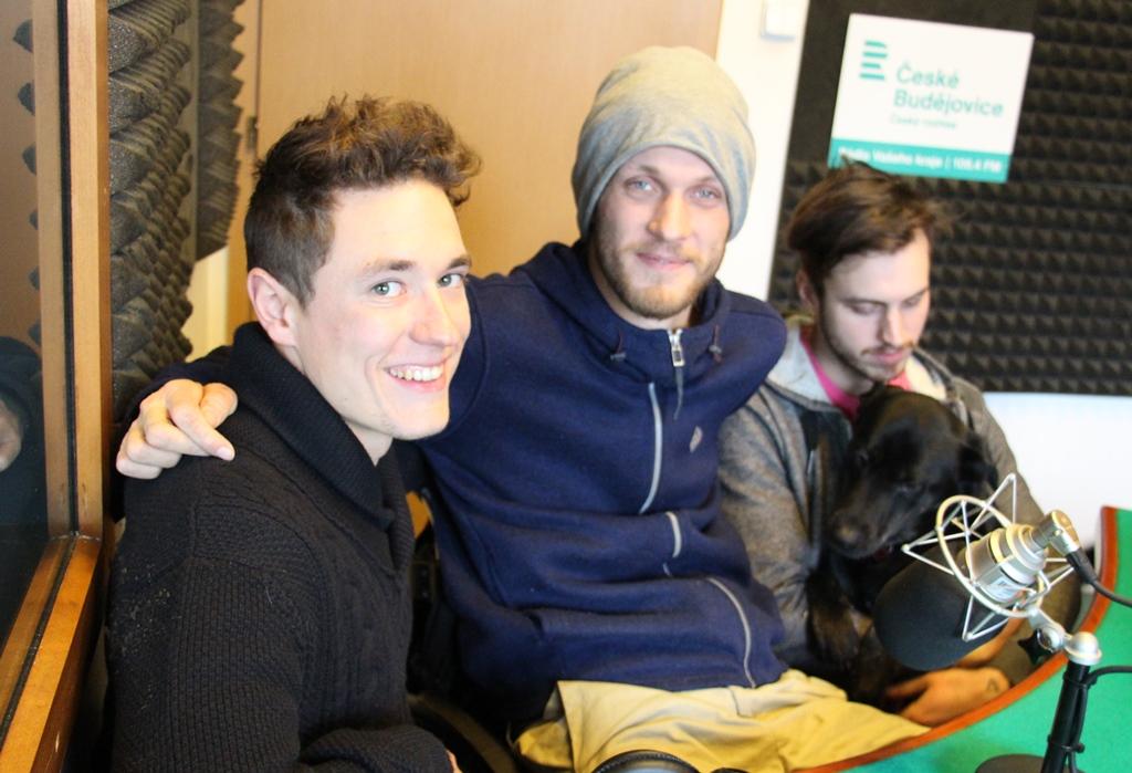 Jiří Čeloud (uprostřed) s kamarády Martinem a Standou, kteří ho doprovázeli na poslední cestě po Iránu