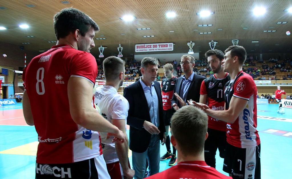 V čtvrtfinále extraligy se volejbalisté Jihostroje utkali s Příbramí. Až poslední zápas rozhodl o tom, že do semifinále postoupí právě České Budějovice