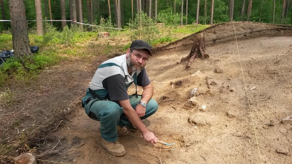 Archeolog Ondřej Chvojka teď s kolegy zkoumá jedno z pravěkých nalezišť na Českobudějovicku. Místem brzy povede dálnice D3