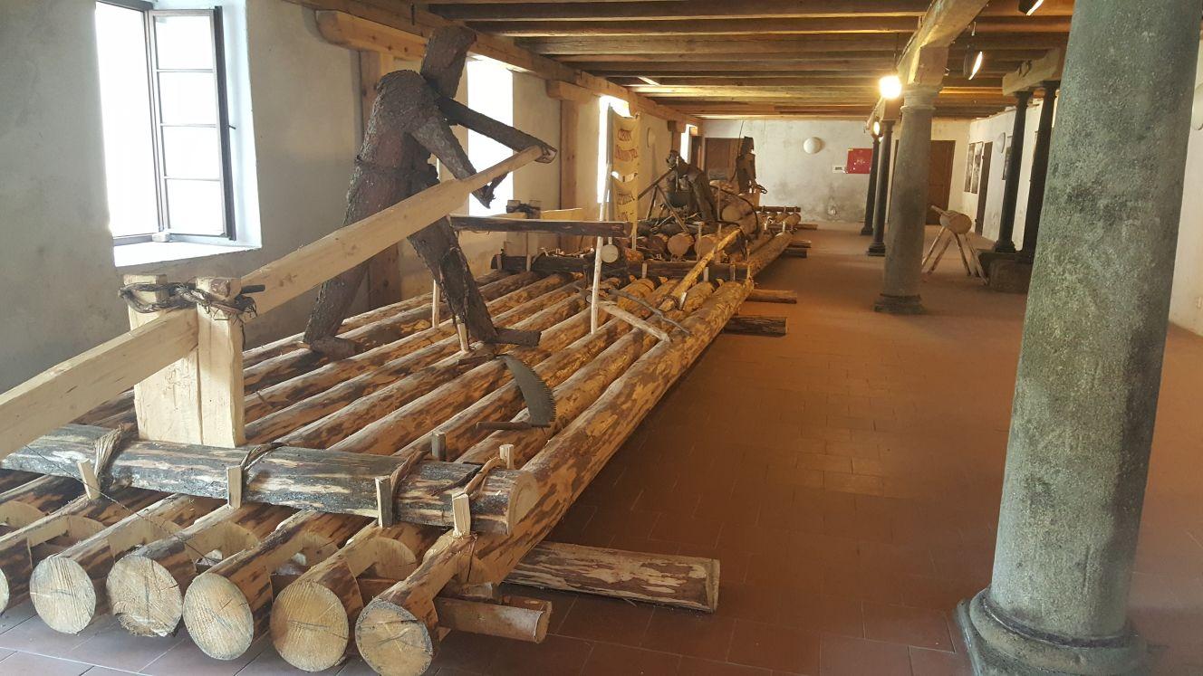 Součástí expozice, která připomíná plavení dřeva na Nežárce, je i 30 metrů dlouhý vor
