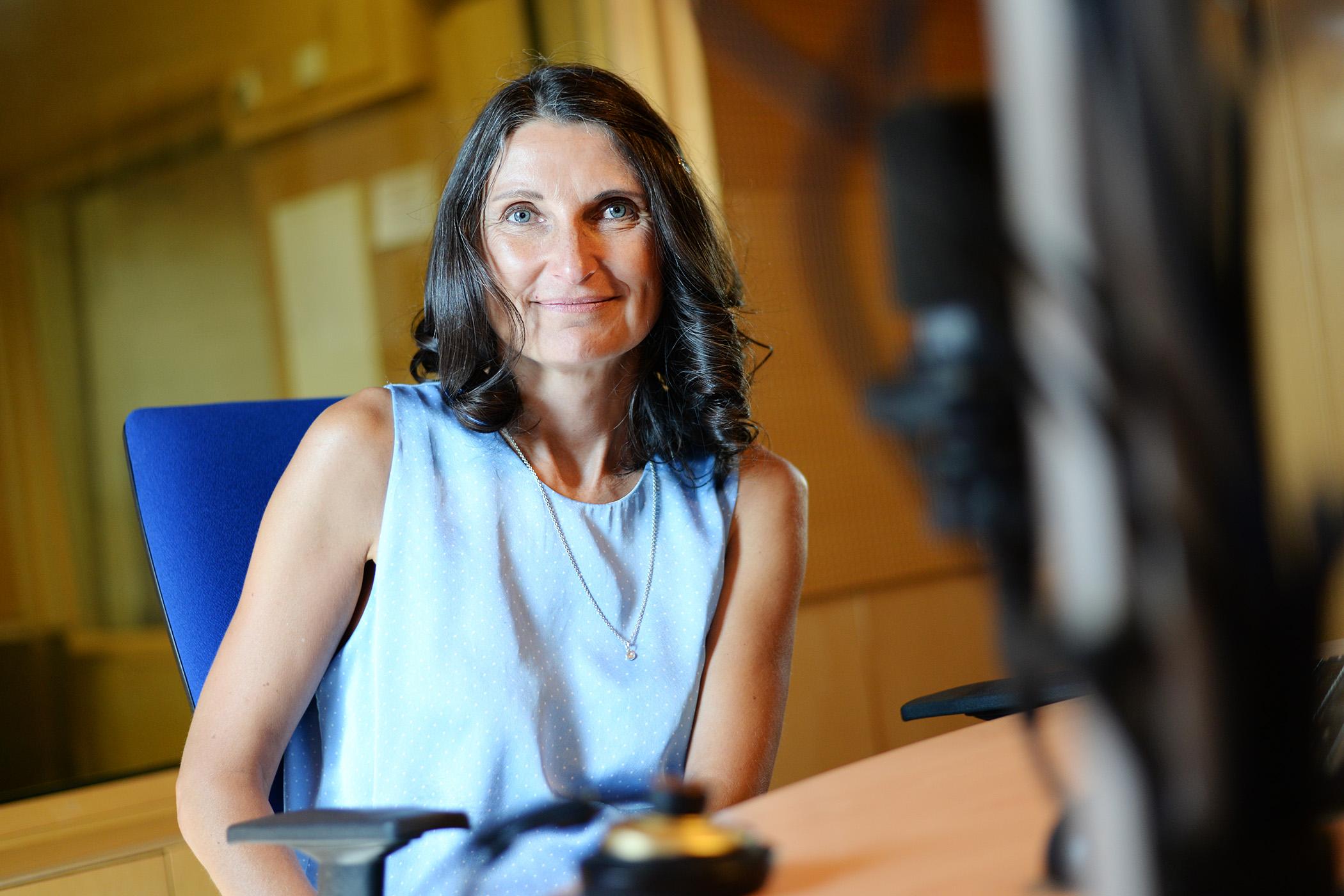 Margit Slimáková ve studiu Českého rozhlasu Pardubice