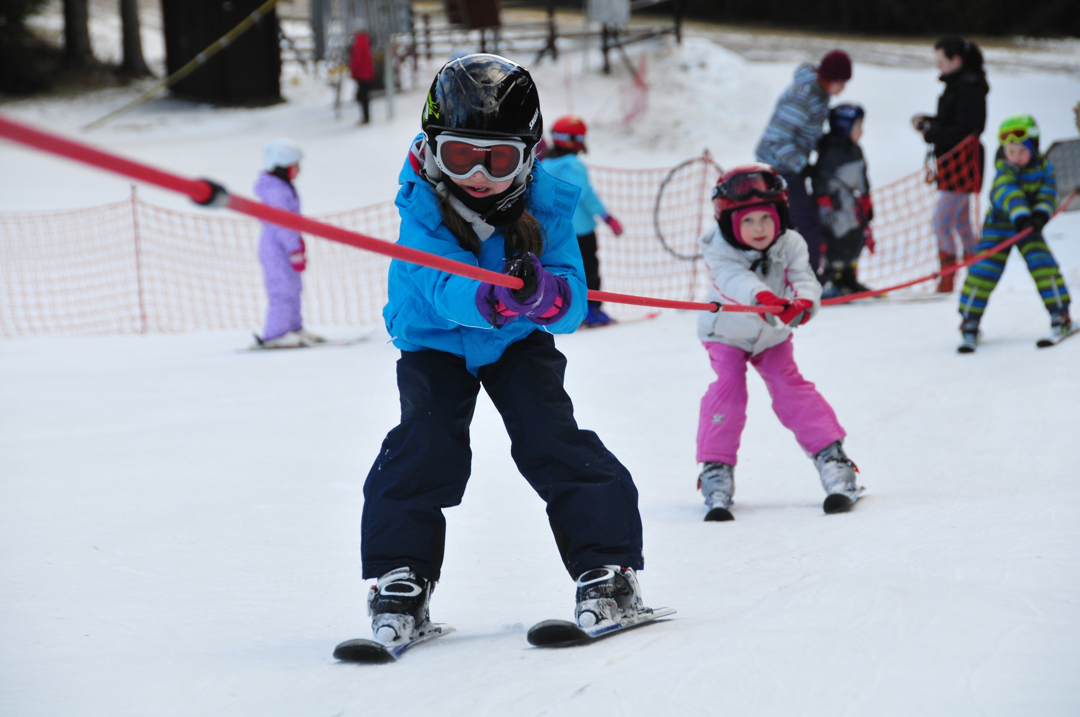 Lyžařská škola, děti, lyžování, výuka. Ilustrační foto