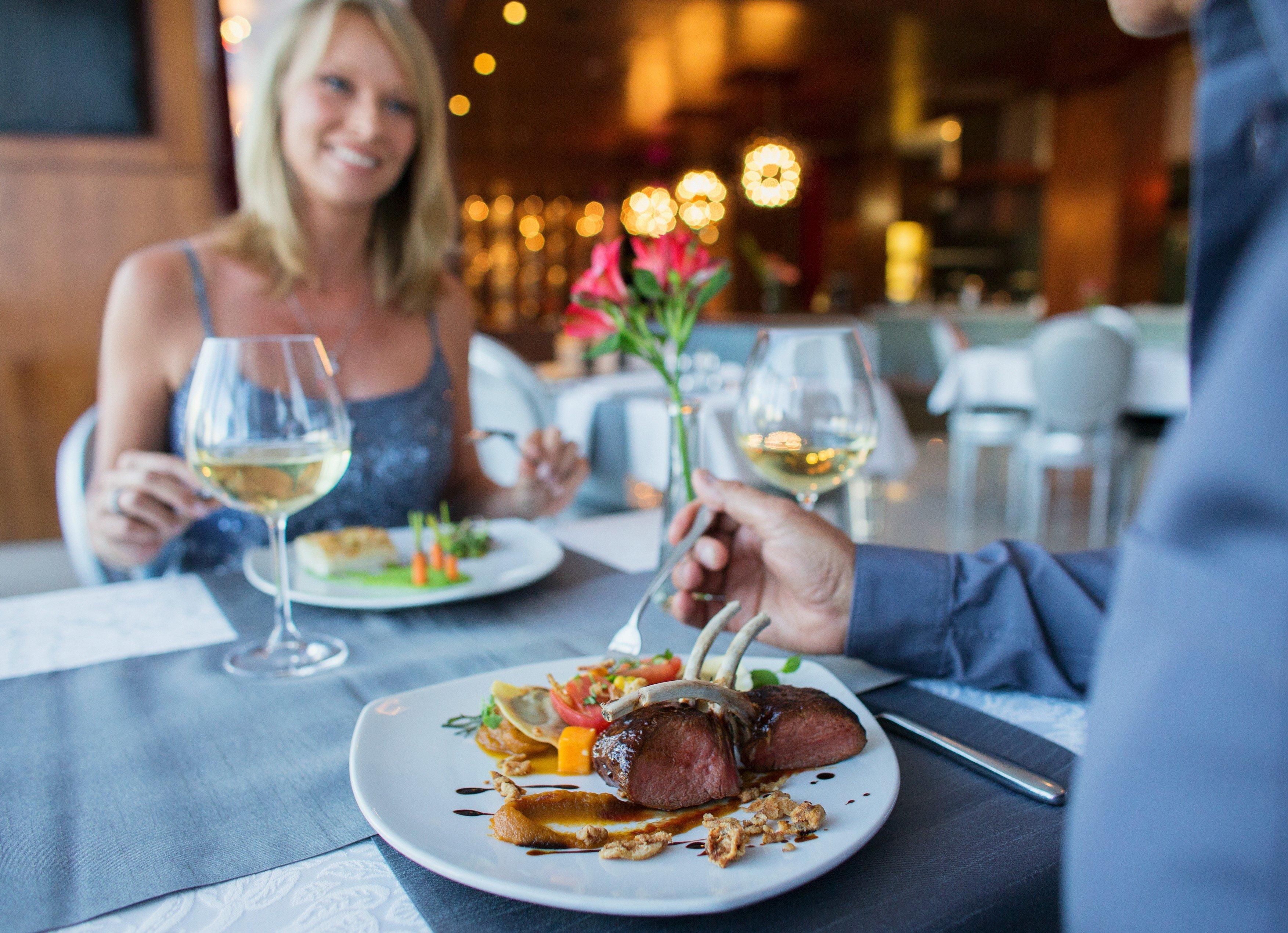 Restaurace, schůzka, rande, večeře. Ilustrační foto