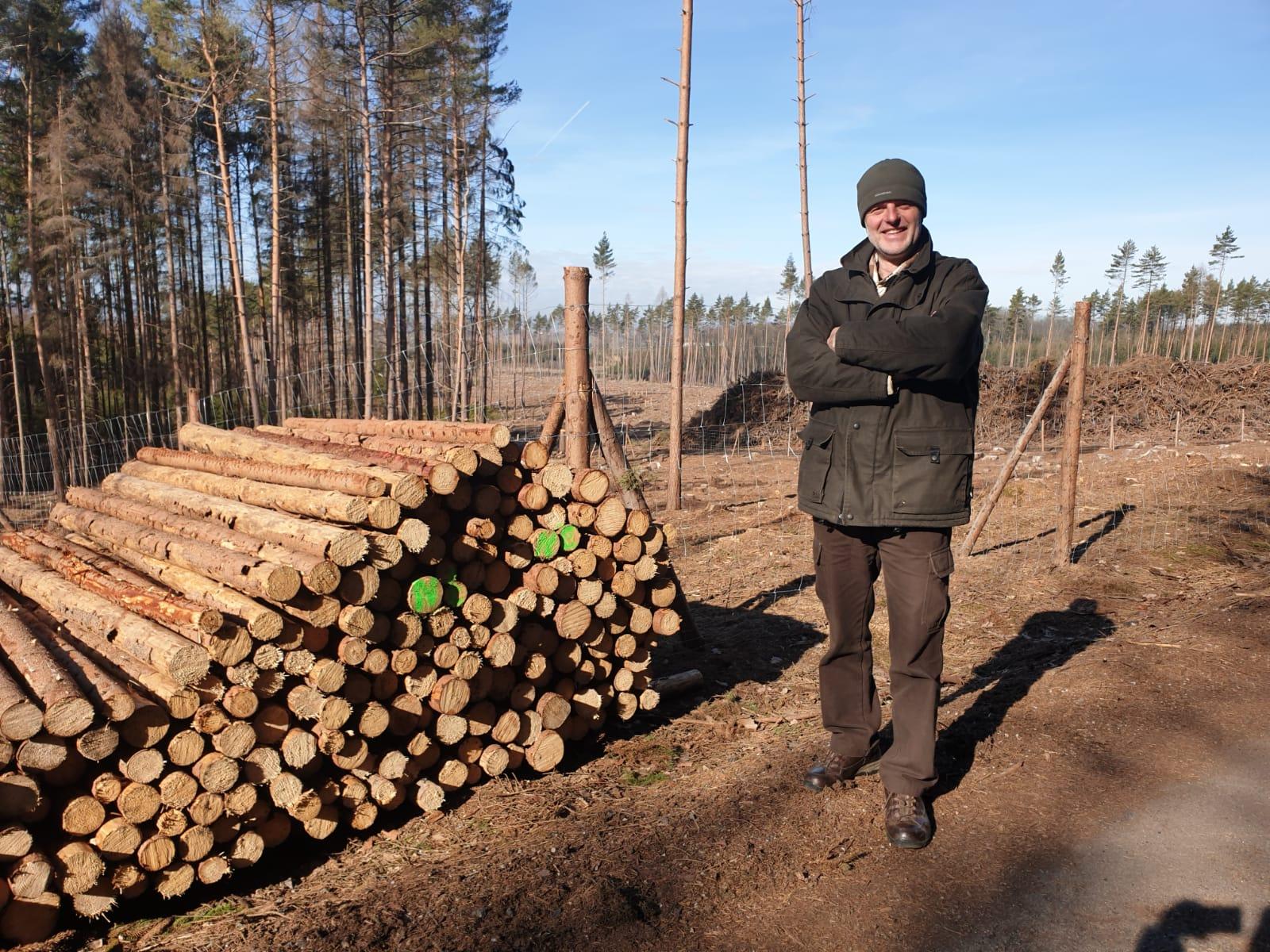 Vlastimil Pekárek má sedm hektarů lesa. Kůrovcová kalamita zaměstnává celou jeho rodinu