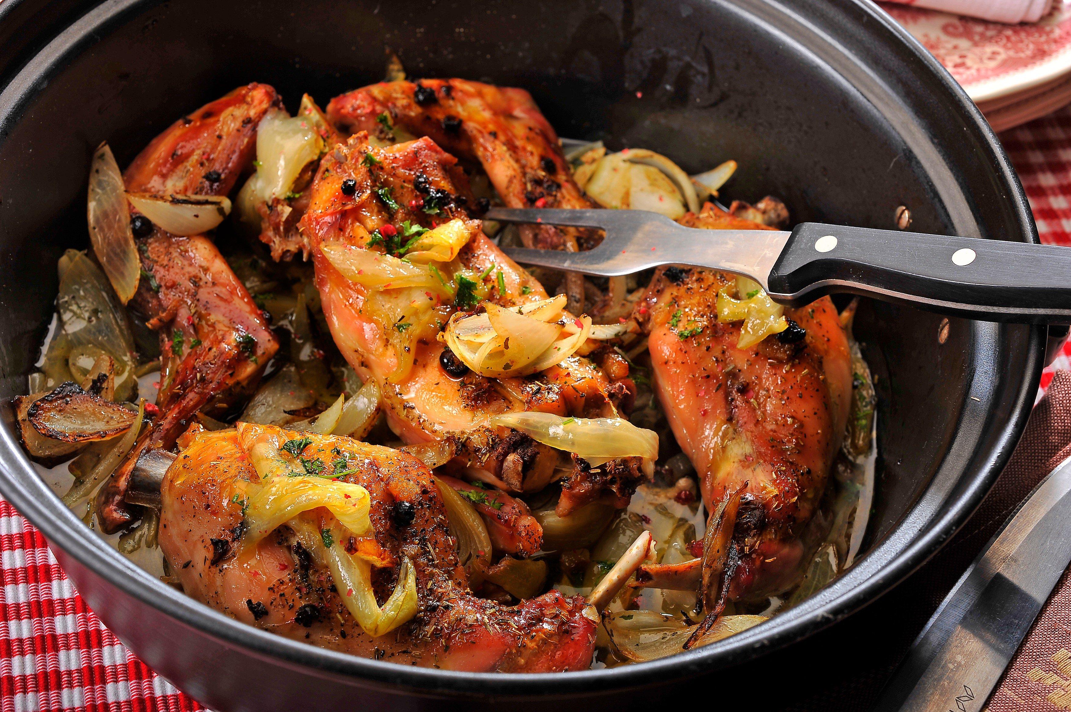 Jídlo, pečené maso, vaření. Ilustrační foto