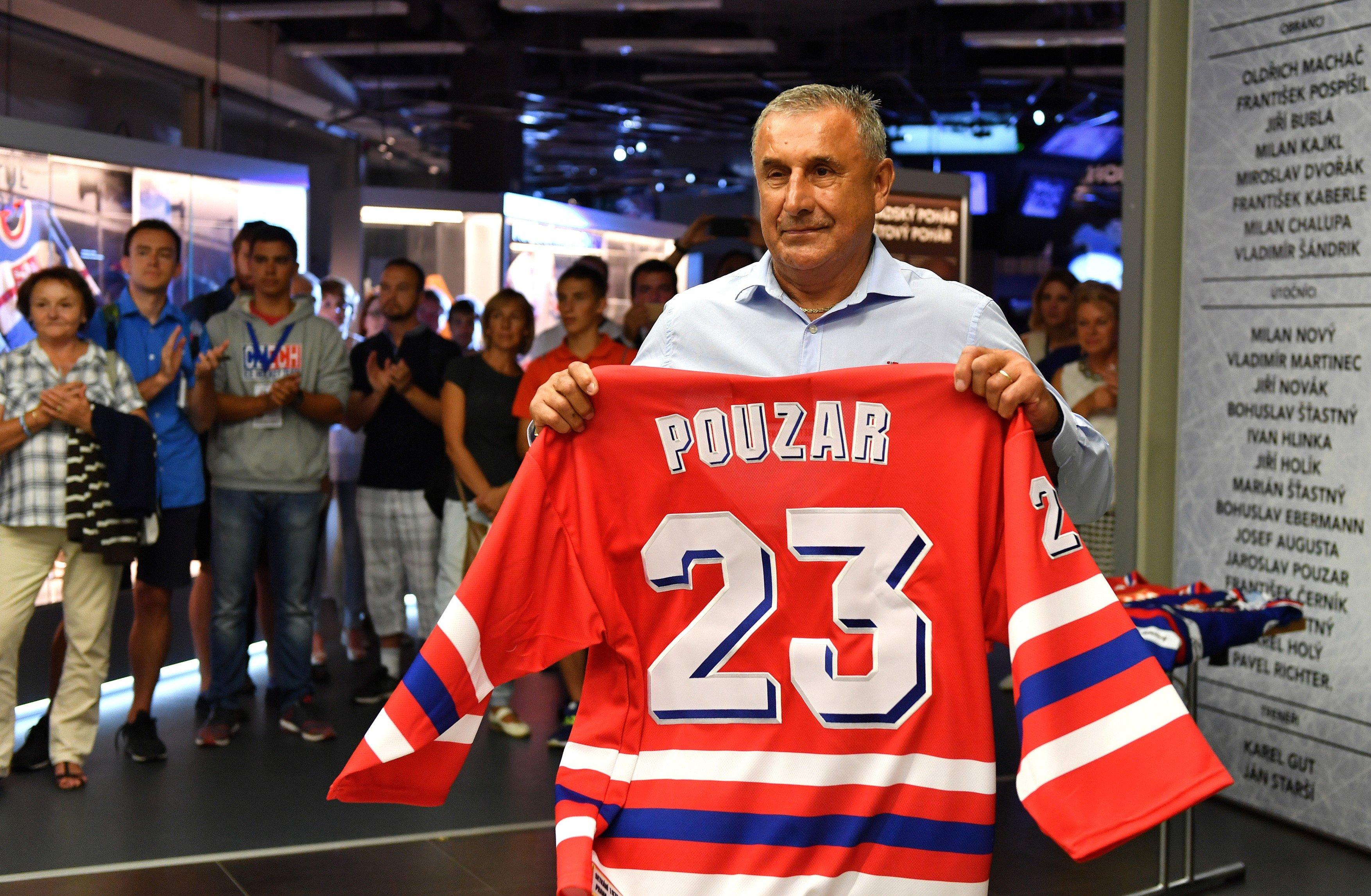 Jaroslav Pouzar při setkání bývalých československých hokejových reprezentantů, kteří se v roce 1976 stali se mistry světa a získali stříbrné medaile na olympijských hrách