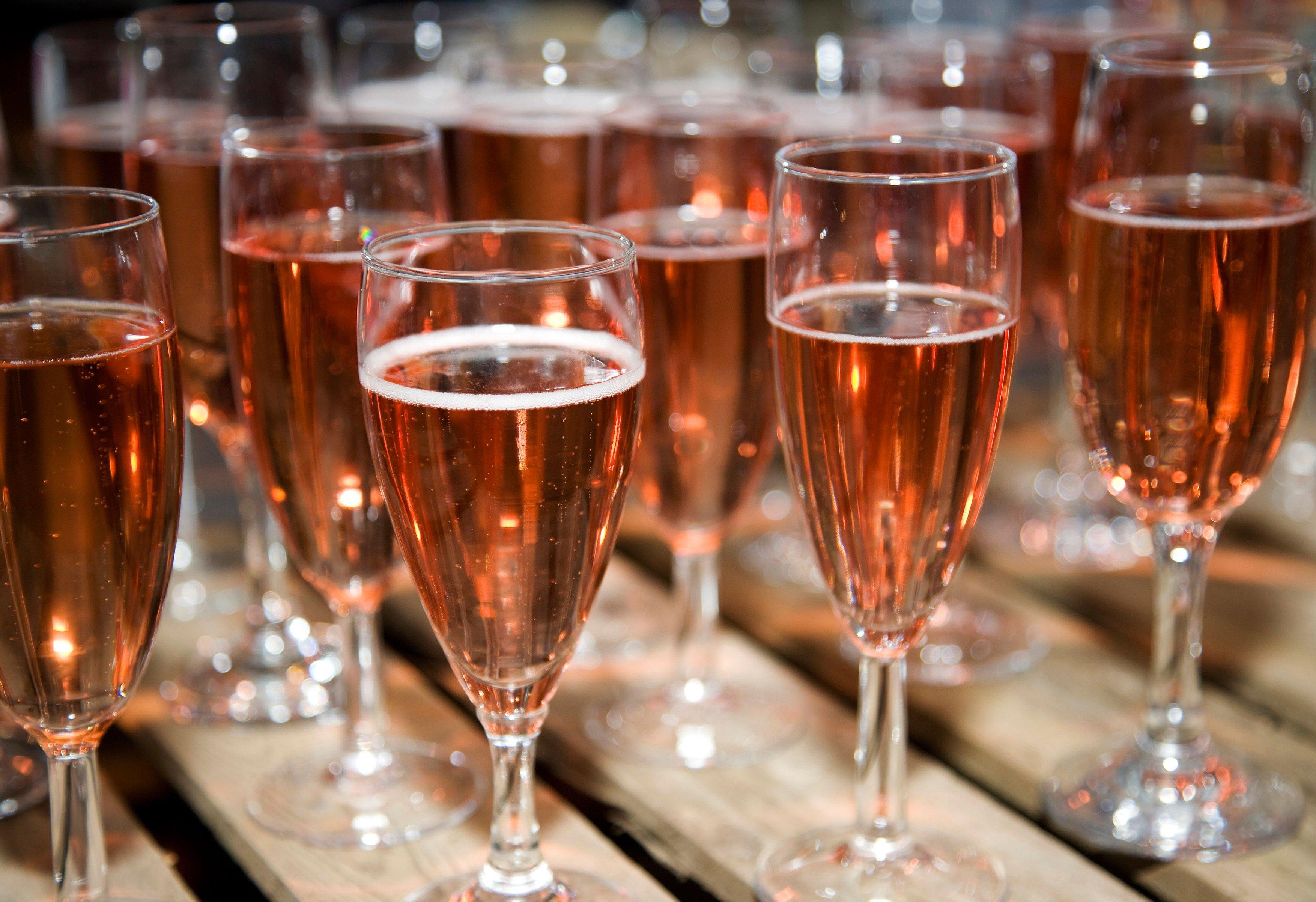 Sekt, šampaňské, připitek