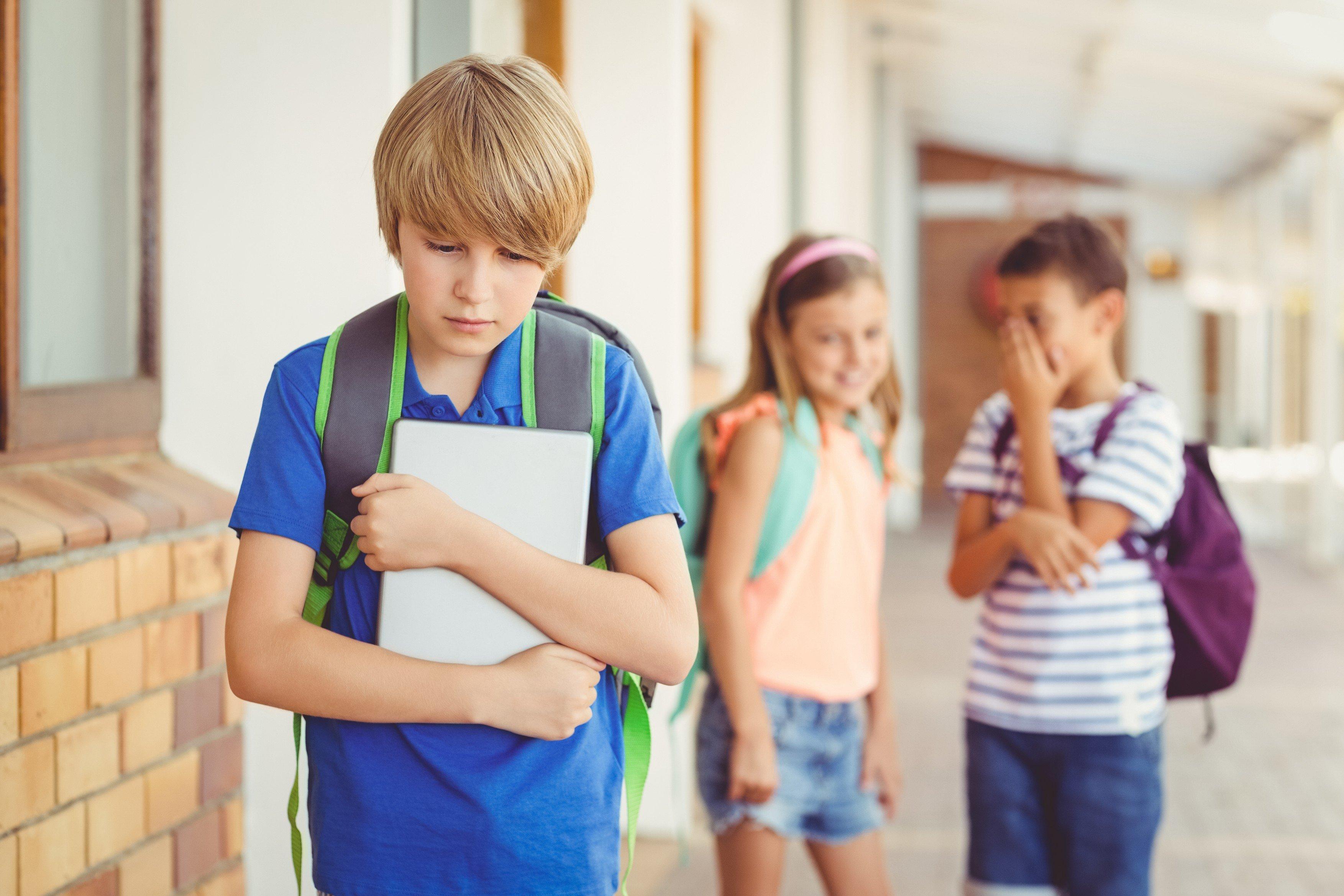 šikana, škola, spolužáci, smutek