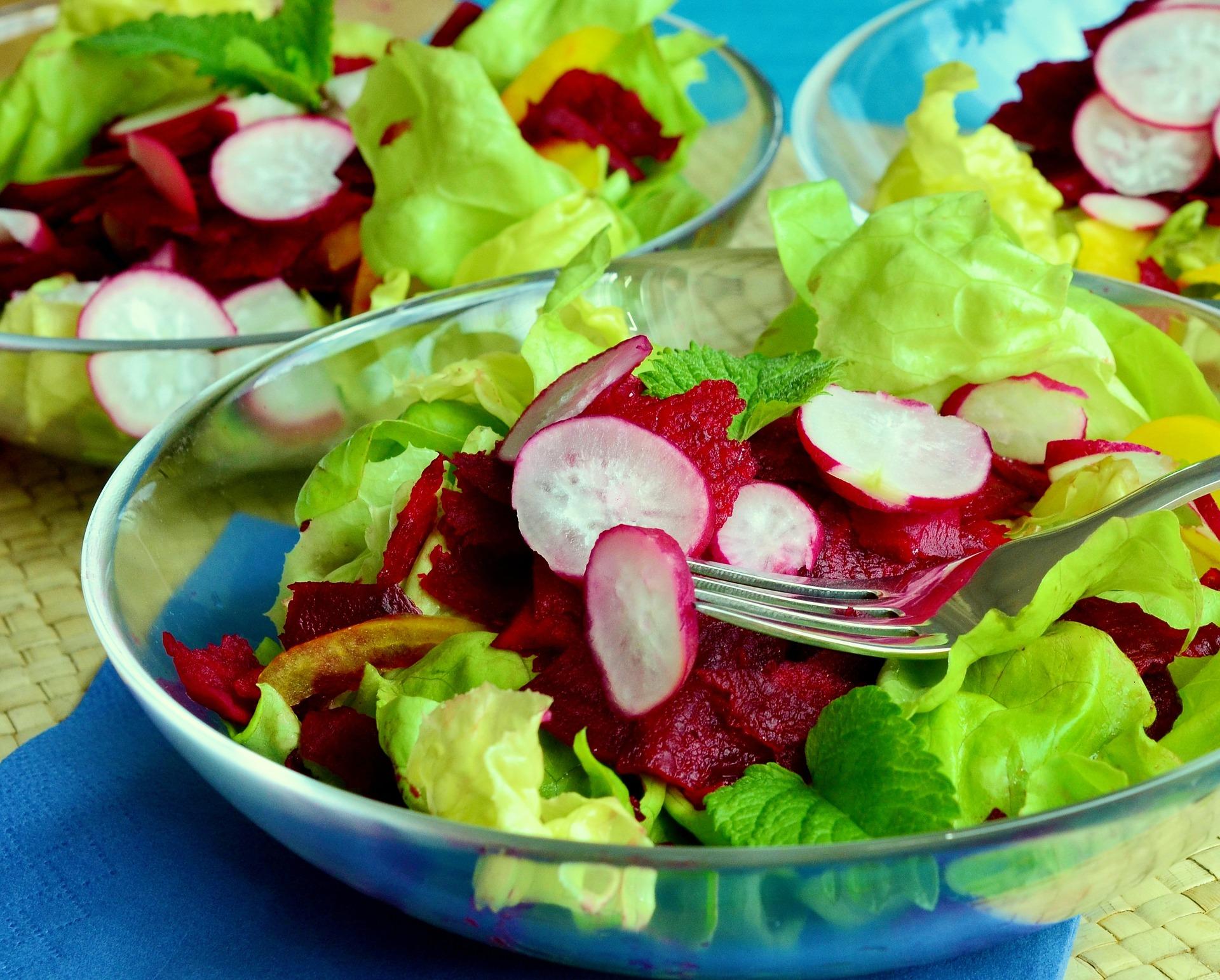 Zeleninový salát s ředkvičkami