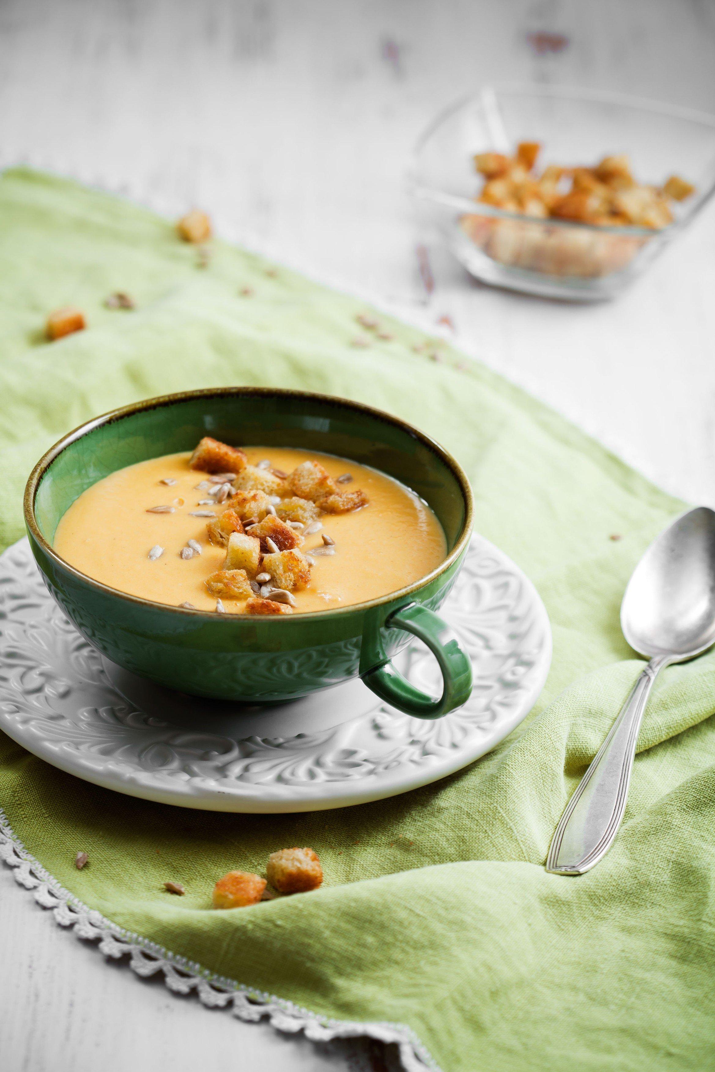Krémová bramborová polévka s krutony