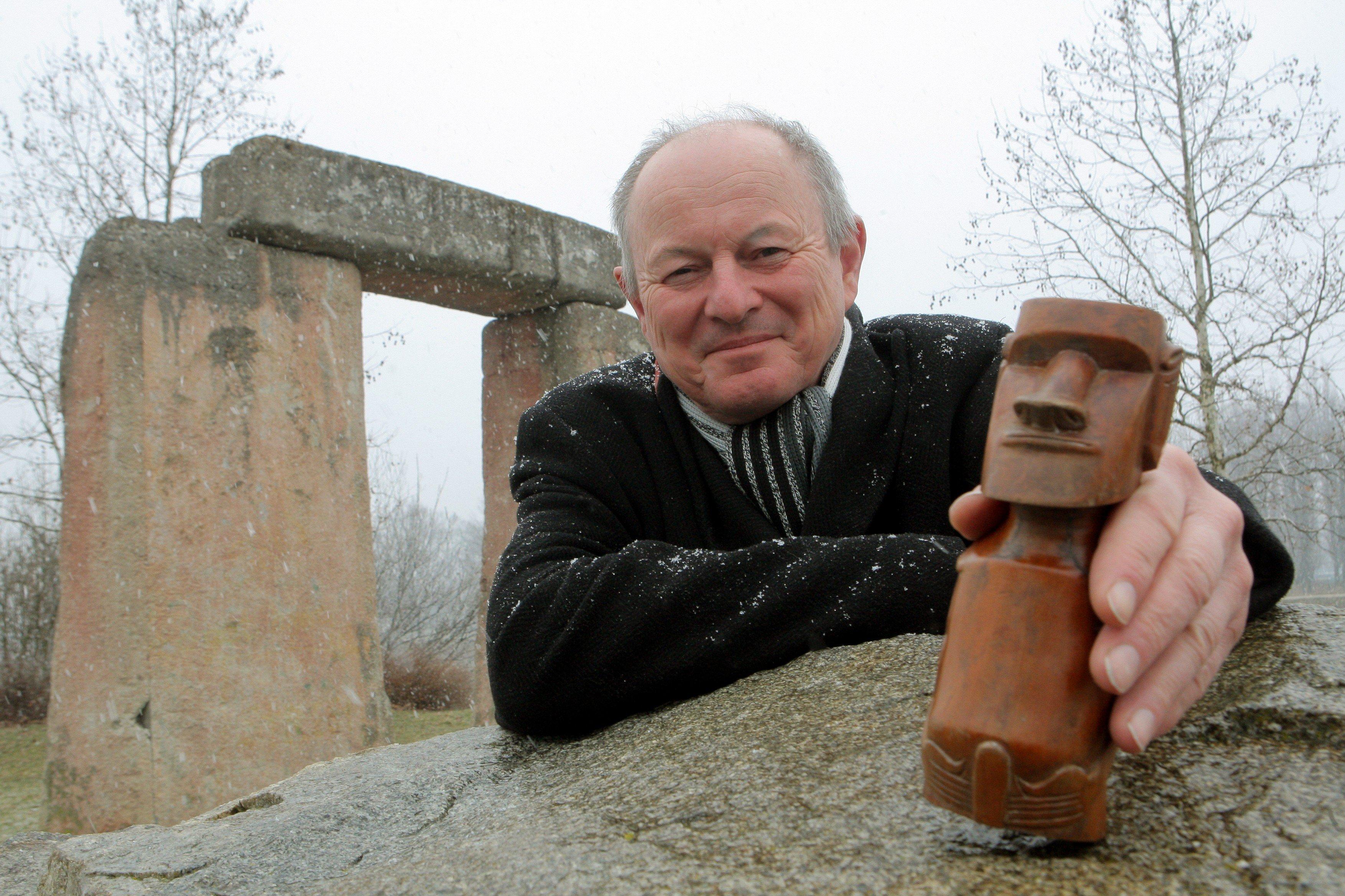 Pavel Pavel, který rozchodil sochy moai na Velikonočním ostrově