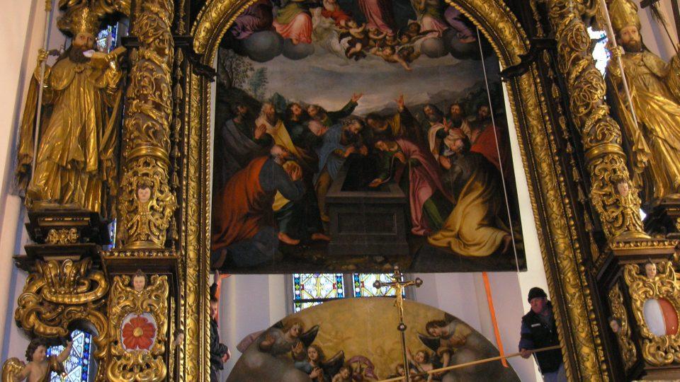 Výměna obrazů vyšebrodského oltáře