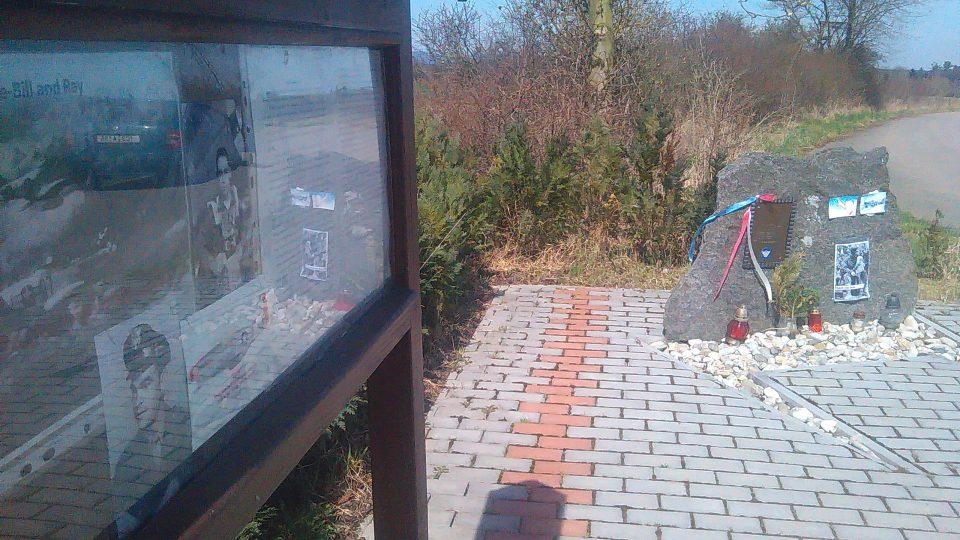 Pomník připomíná místo, kde se zřítilo letadlo Williama Preddyho