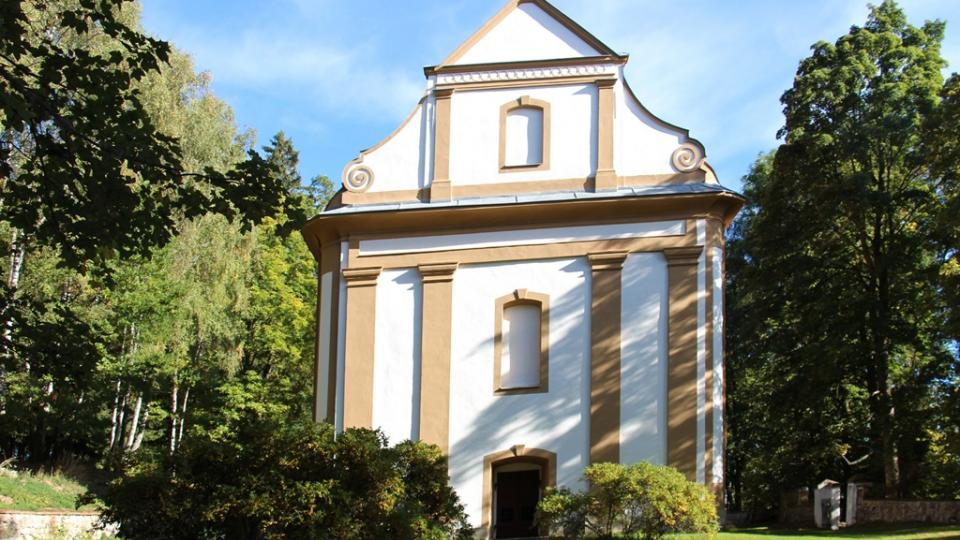 Park Adalberta Stiftera v Horní Plané. Dobrovodská kaple