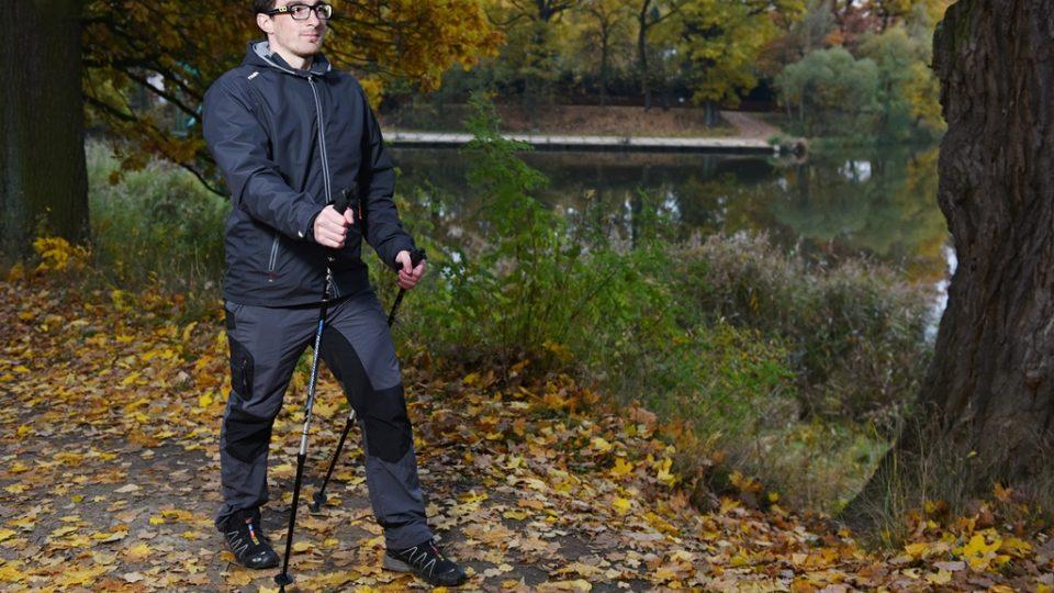 Chůze nordic walking velmi prospěje vašemu zdraví. Lukáš Martinek předvádí techniku
