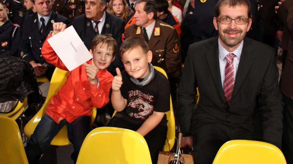 Redaktor Filip Černý se dvěma světlonoši vyrazil pro Betlémské světlo na slavnost ORF do Lince