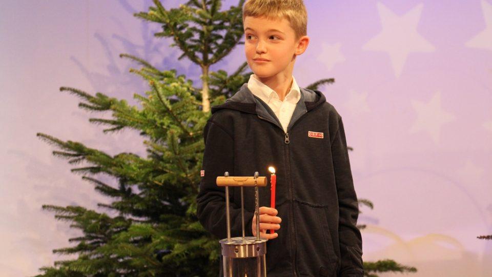 Chlapec, kterého rakouská ORF vyslala pro plamínek do Betléma
