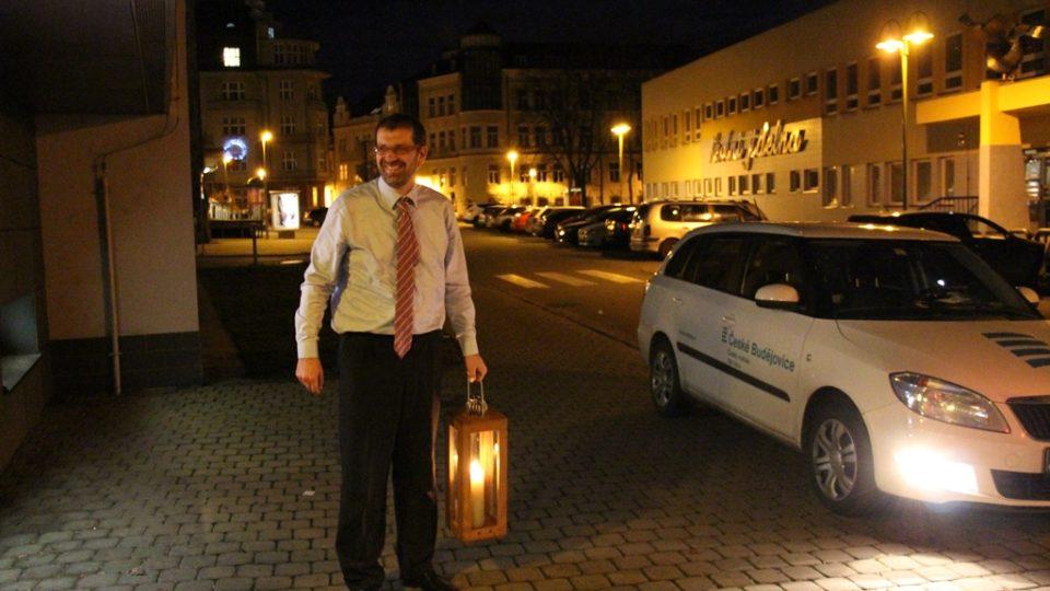 Filip Černý přiváží Betlémské světlo do Českých Budějovic