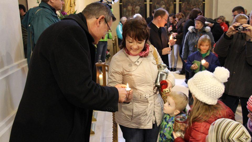 Předání Betlémského světla v českobudějovické katedrále