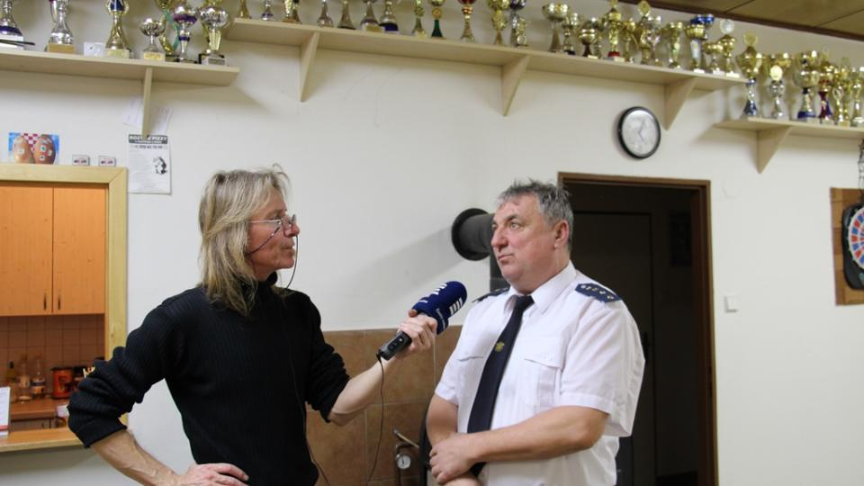 SDH Záboří bojuje v soutěži Dobráci roku. Na snímku starosta Josef Kovářík s redaktorem Zdeňkem Zajíčkem