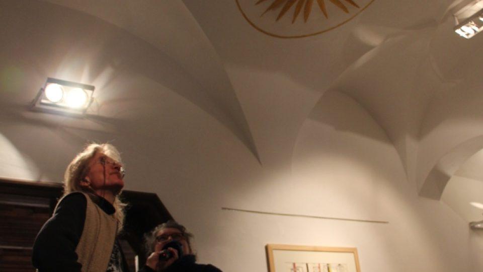 Wortnerův dům v Českých Budějovicích. Pozorní návštěvníci si všimnou štukových prvků, klenbiček a dekorací na stropě ve tvaru slunce nebo osmilisté růže