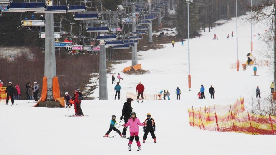 Lyžování ve skiareálu Lipno