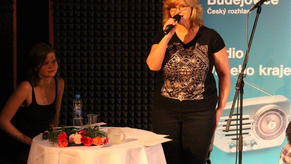 Pořad Písničkové rozhovory, který připravují Pavlína Jíšová a její dcera Adéla Jonášová, si posluchači mohli užít živě. Hostem byla kapela Malina Brothers