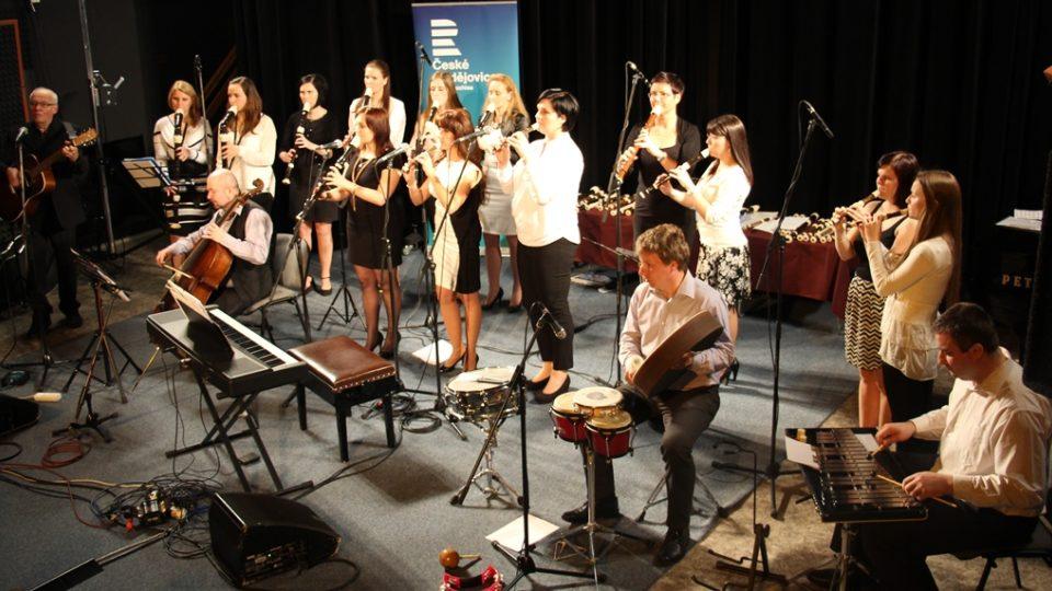 Třeboňští pištci při velikonočním koncertě v budějovickém rozhlase