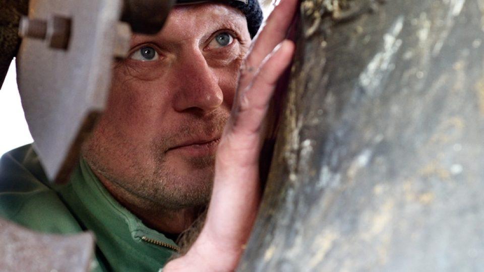 Tým, který zaznamenává hlasy jihočeských zvonů, vede Jan Kopřiva. Natáčení zvonů je doslova badatelská činnost, musí odhalit každičký detail