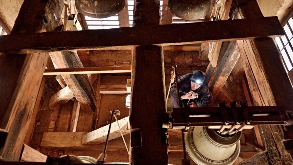 Ke každému zvonu se pořizuje mnoho fotografií