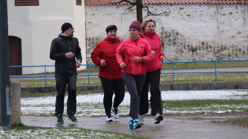 Skupina začala tvrdě trénovat pod dohledem trenéra Lukáše Martinka