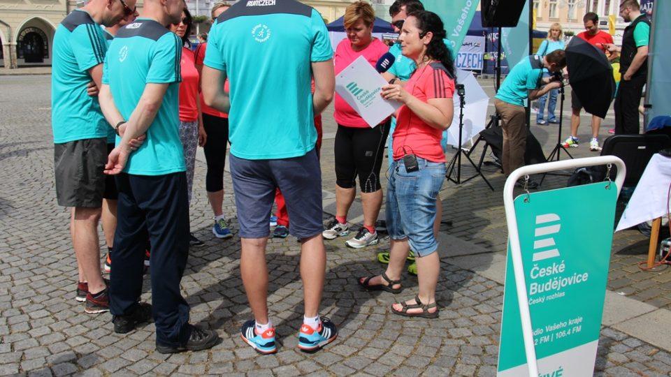Před startem půlmaratonu Český rozhlas vysílal přímý přenos