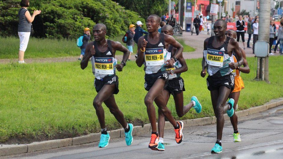 Vedoucí skupinka budějovického půlmaratonu