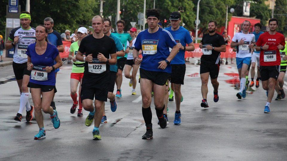 Českobudějovickými ulicemi při půlmaratonu běželo tři a půl tisíce lidí