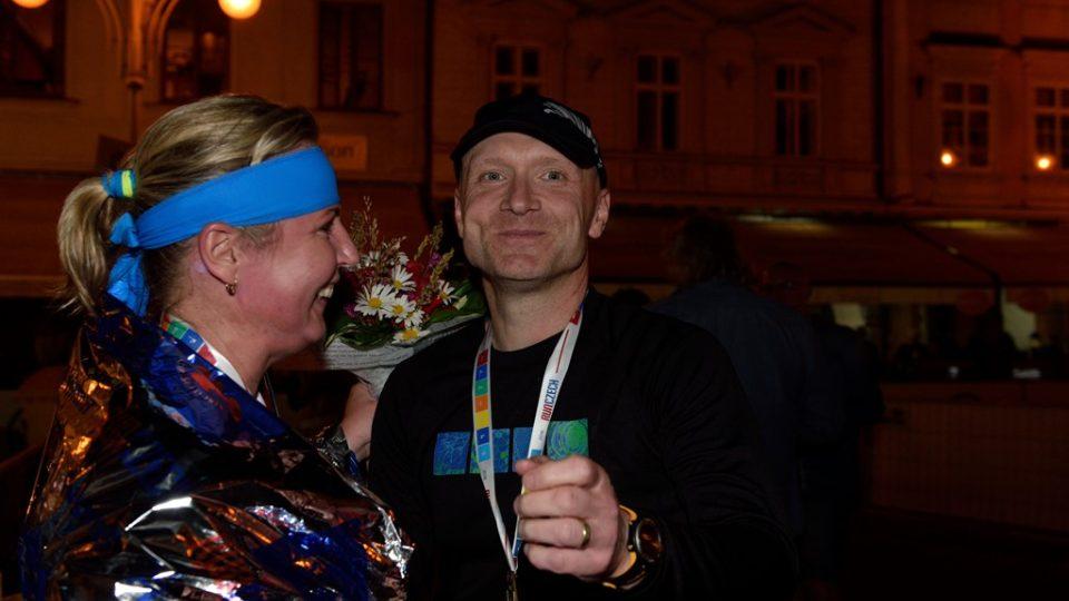 Dana a Petr oslavují úspěšný závod