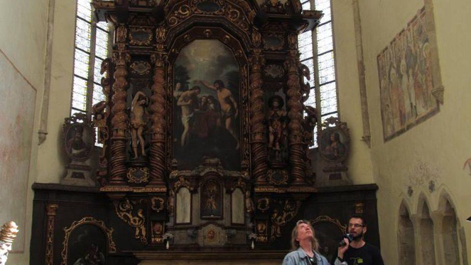 Hlavní oltář v kostele svatého Jana Křtitele