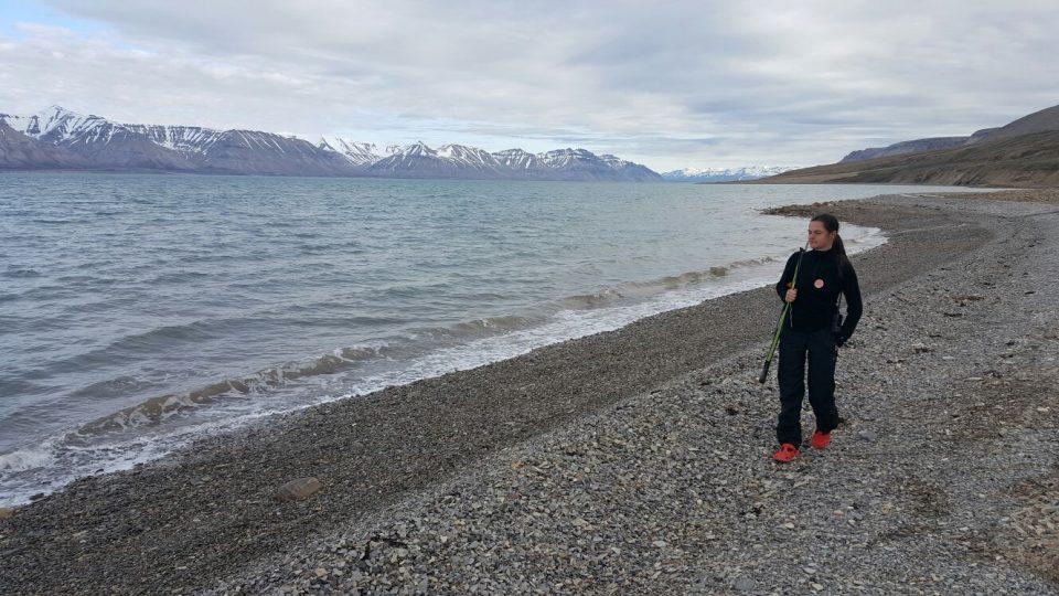 Romana Lehmannová kráčí v arktické divočině k ledové sprše