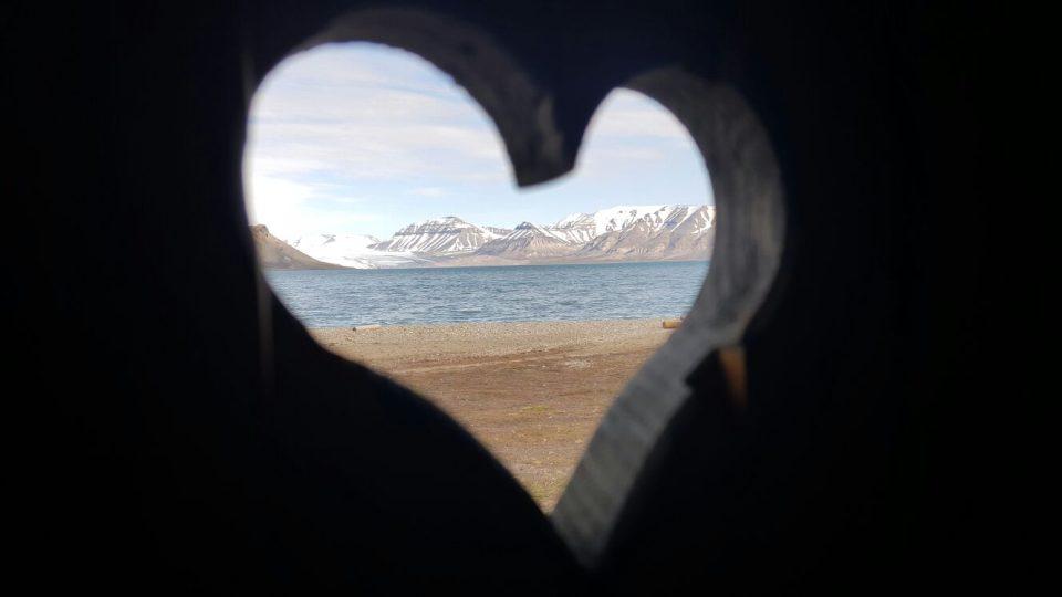 Výhled z kadibudky v arktické divočině, kde mají výzkumnou stanici jihočeští vědci