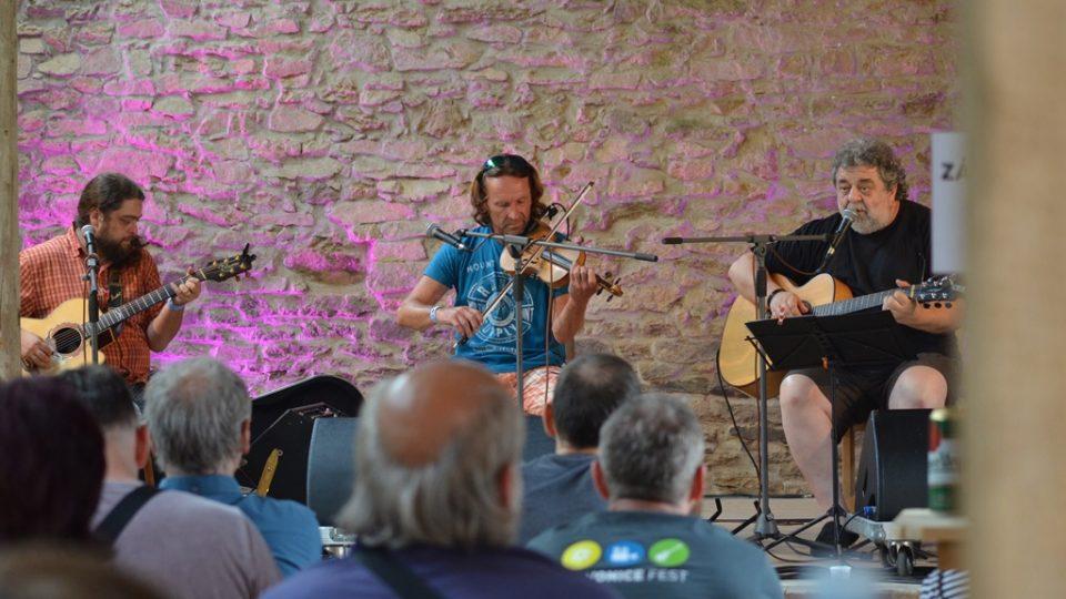 V hudební stodole v Maříži vystoupili mimo jiné hudebníci, kteří tvoří Oskar Petr Trio