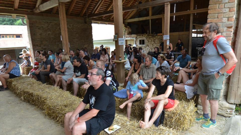 Hudební stodola v Maříži při koncertu Oskar Petr Trio