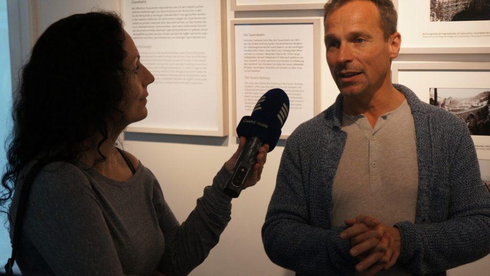 """Výstava """"Biskup. Císař. Jedermann"""" představuje salzburskou historii i současnost. Na snímku Peter Husty, šéfkurátor salzburského muzea"""