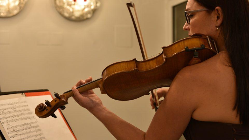 Jihočeská filharmonie otevřela po opravě svou budovu v Českých Budějovicích. Na violu hrála Eva Mrkvicová
