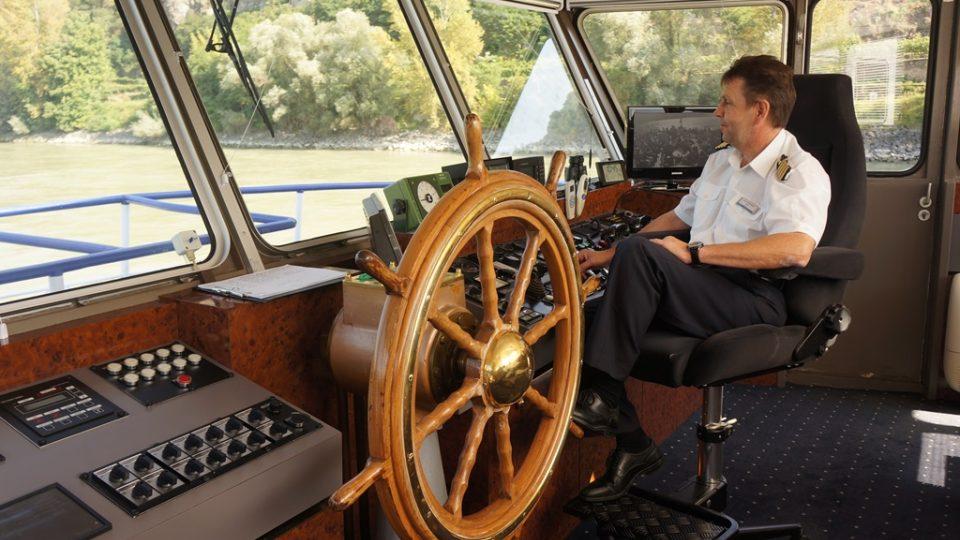 Plavba po Dunaji rakouským údolím Wachau. Kapitán lodi Herbert Reisinger