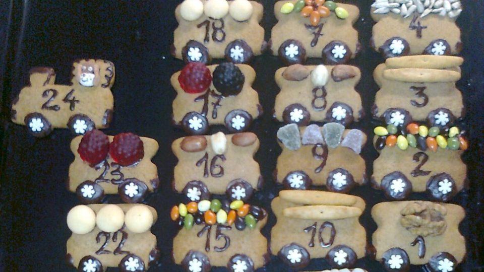 Výroba perníkového adventního kalendáře ve tvaru vláčku