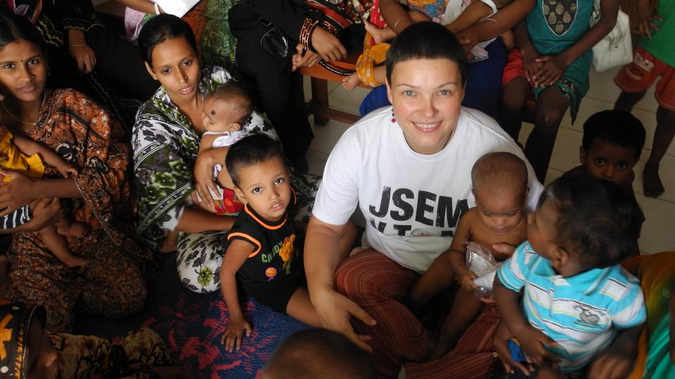 Jitka Kosíková v čekárně na klinice v Bangladéši