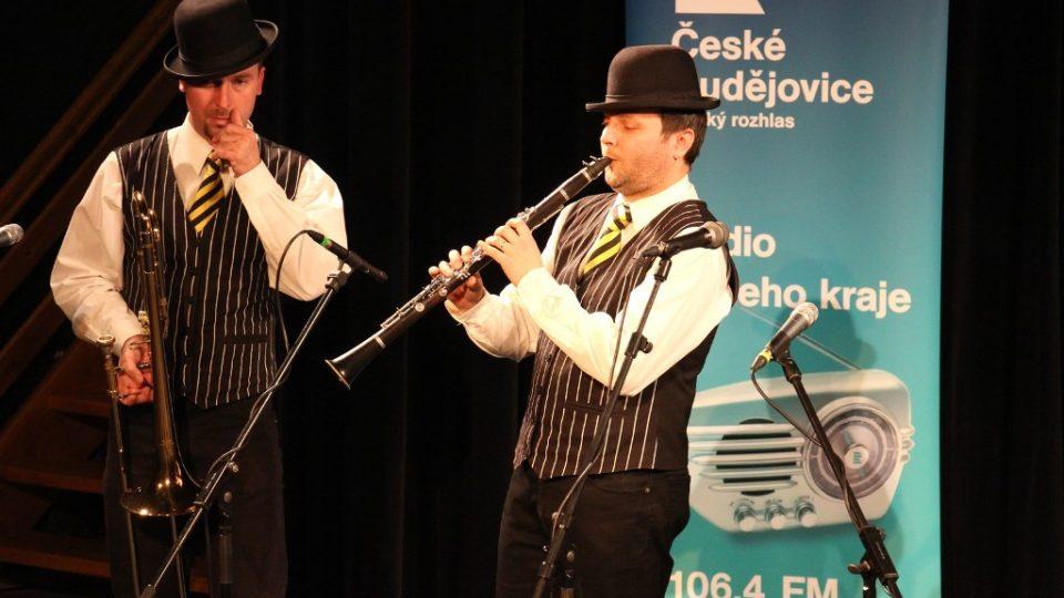 Stanley´s Dixie Street Band při veřejné nahrávce ve studiovém sále Českého rozhlasu České Budějovice