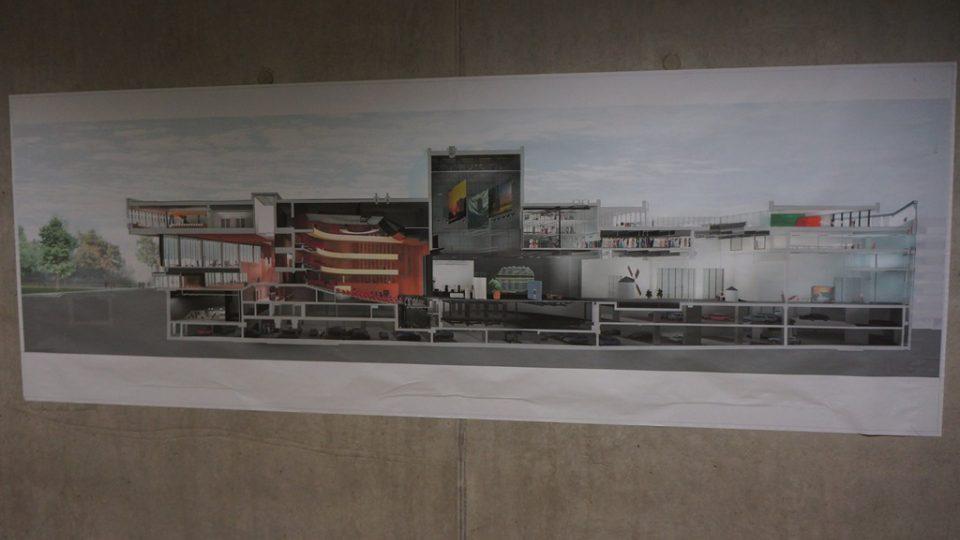 Musiktheater v Linci využívá nejmodernější techniku. O provoz budovy se stará zhruba 800 lidí ze čtyřiceti různých národností