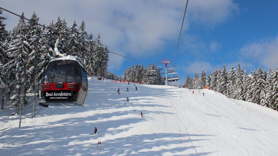 Lyžování ve skiareálu Sternstein