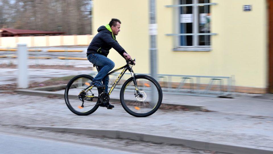 Než poprvé po zimě nasednete na kolo, nezapomeňte na kontrolu všech důležitých součástek
